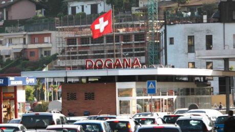 """Svizzera, in Ticino il referendum contro i lavoratori stranieri: vince il """"sì"""" - Foto Ilgiornale.it"""