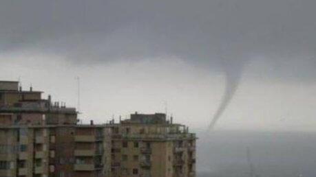 Trombe d'aria su Genova - foto www.leggo.it