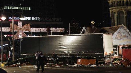 Strage di Berlino, veniva dall'Italia il camion usato per l'attentato nel mercato di Natale foto gazzettadiparma.it