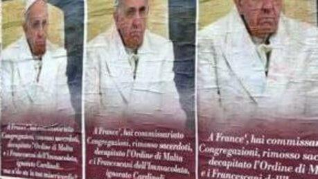 Manifesti contro Papa Francesco apparsi nel centro di Roma