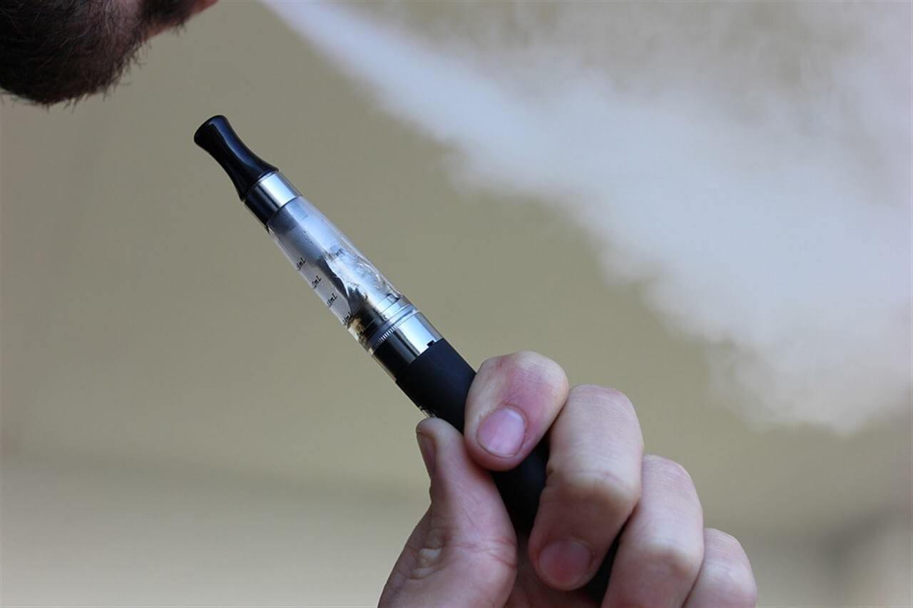 Sigaretta elettronica, ecco i rischi